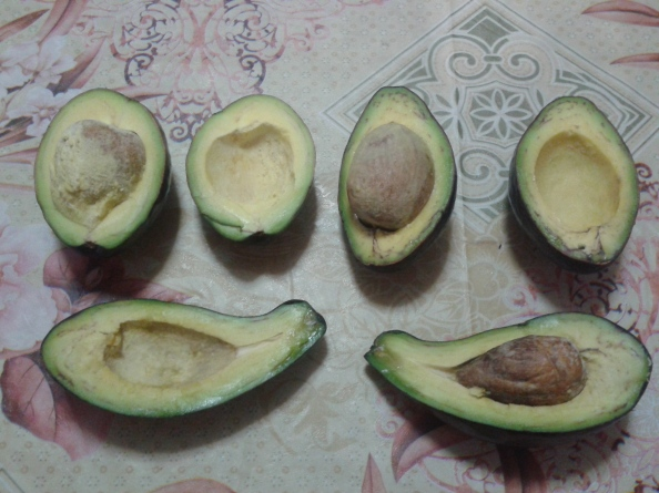 avocados-cut-in-half