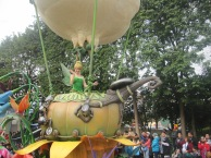 Hong-Kong-Disneyland-day-parade-11