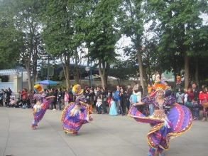 Hong-Kong-Disneyland-day-parade-7