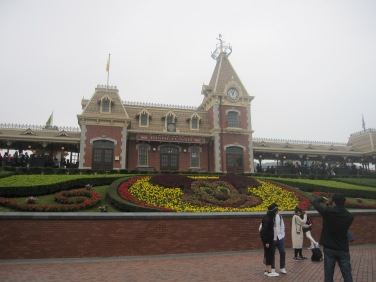 Hong-Kong-Disneyland-entrance
