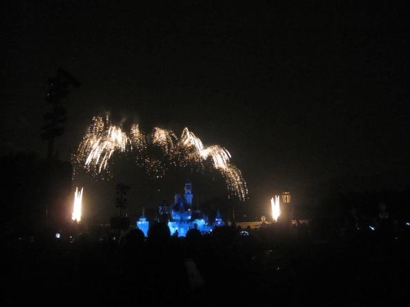 Hong-Kong-Disneyland-fireworks