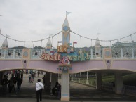 Hong-Kong-Disneyland-Its-A-Small-World