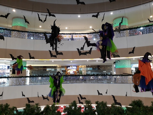 halloween-christmas-mall-decorations-fishermall