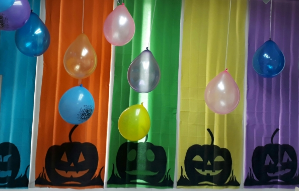 Halloween-office-decorations